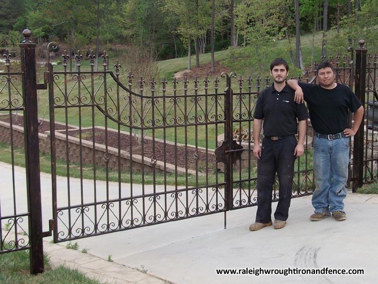 wallpaper iron fence - photo #22